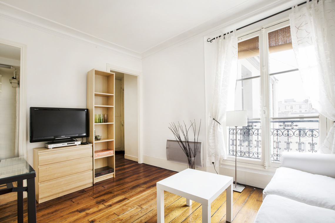 Apartment Paris Rue Crespin du Gast 3