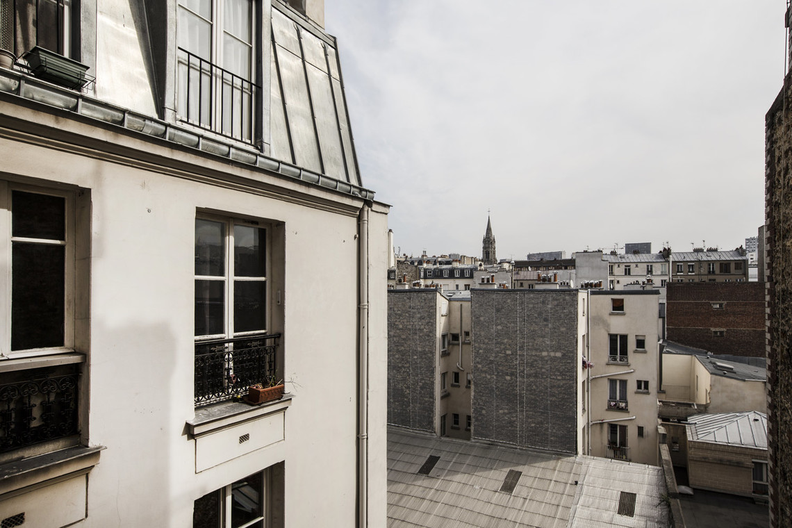 Apartment Paris Rue Crespin du Gast 12
