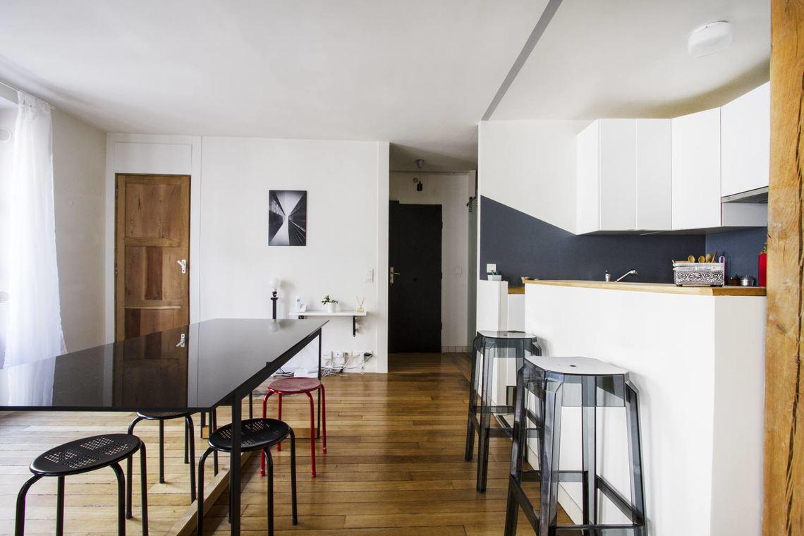 apartment for rent rue saulnier paris ref 9005. Black Bedroom Furniture Sets. Home Design Ideas