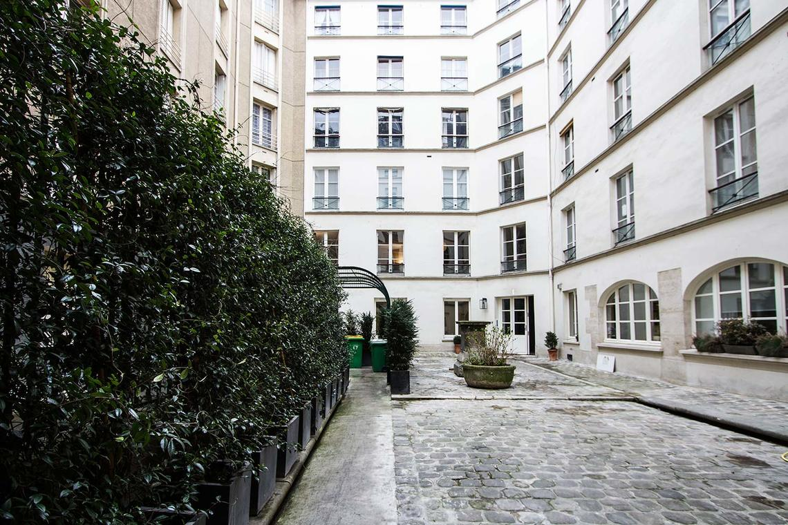 Apartment Paris Rue Corneille 11