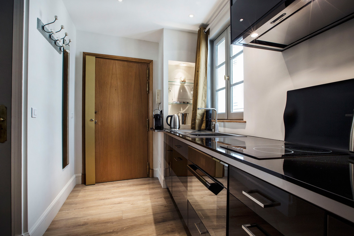 Apartment Paris Rue Royale 5