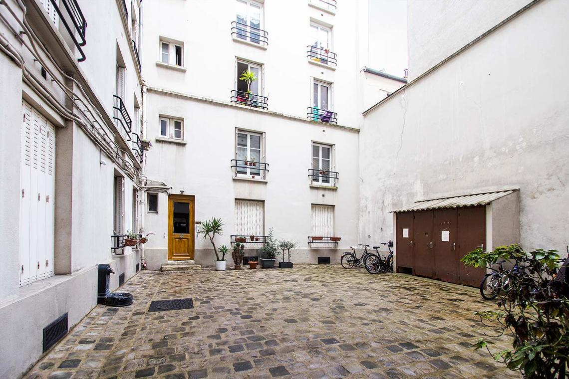Apartment Paris Rue de Levis 12