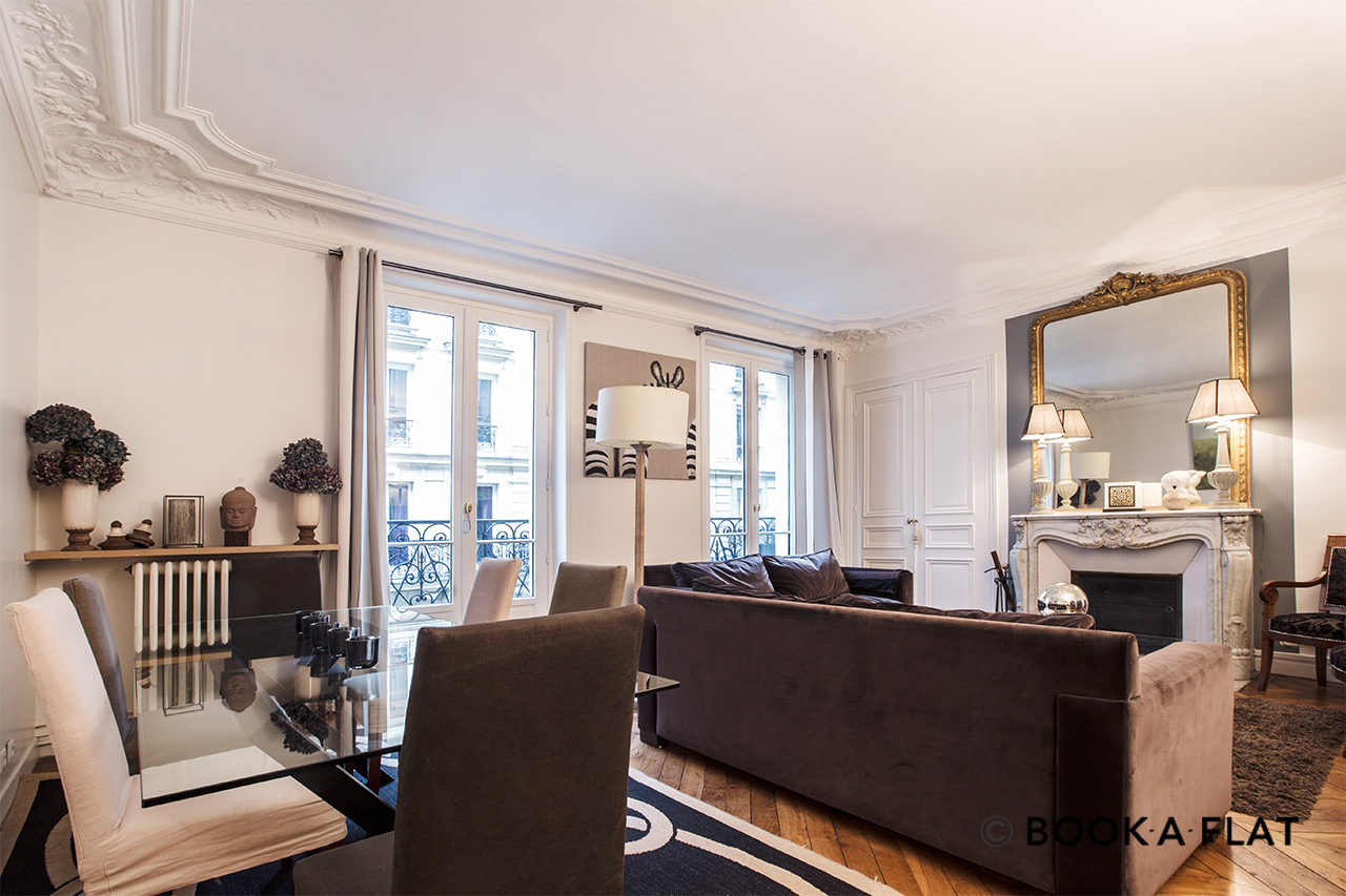 Location appartement meubl rue de berne paris ref 9299 for Appartement meuble location paris