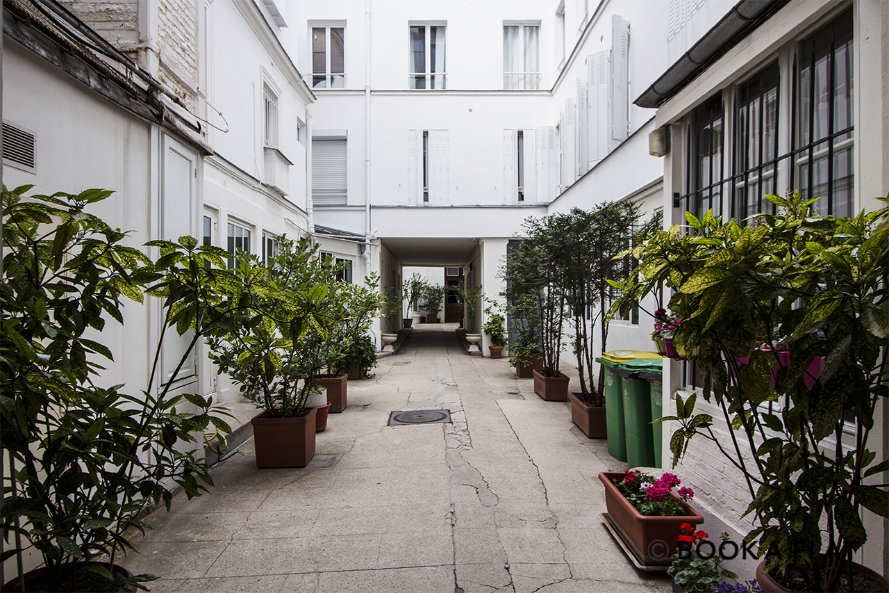Квартира Paris Rue de Laborde 10