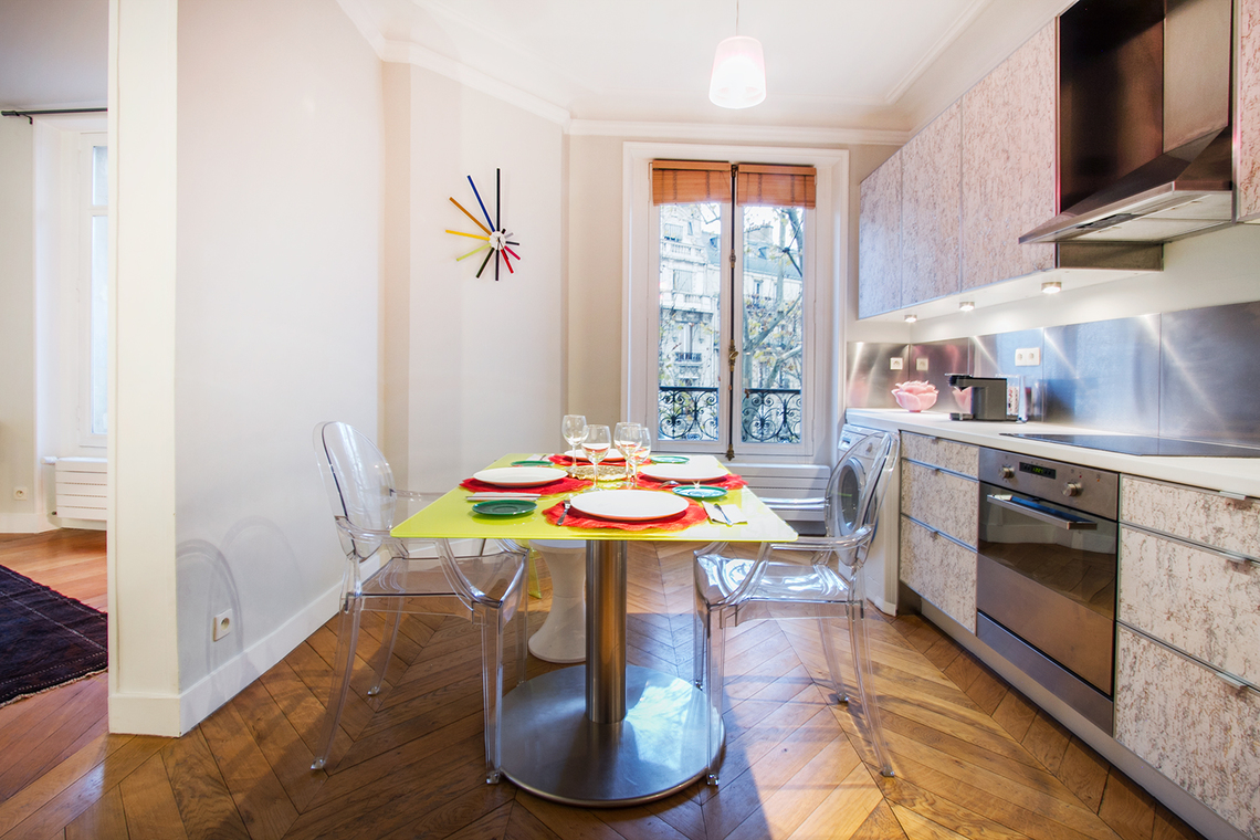 Location appartement meubl rue de courty paris ref 9464 for Location appart meuble paris