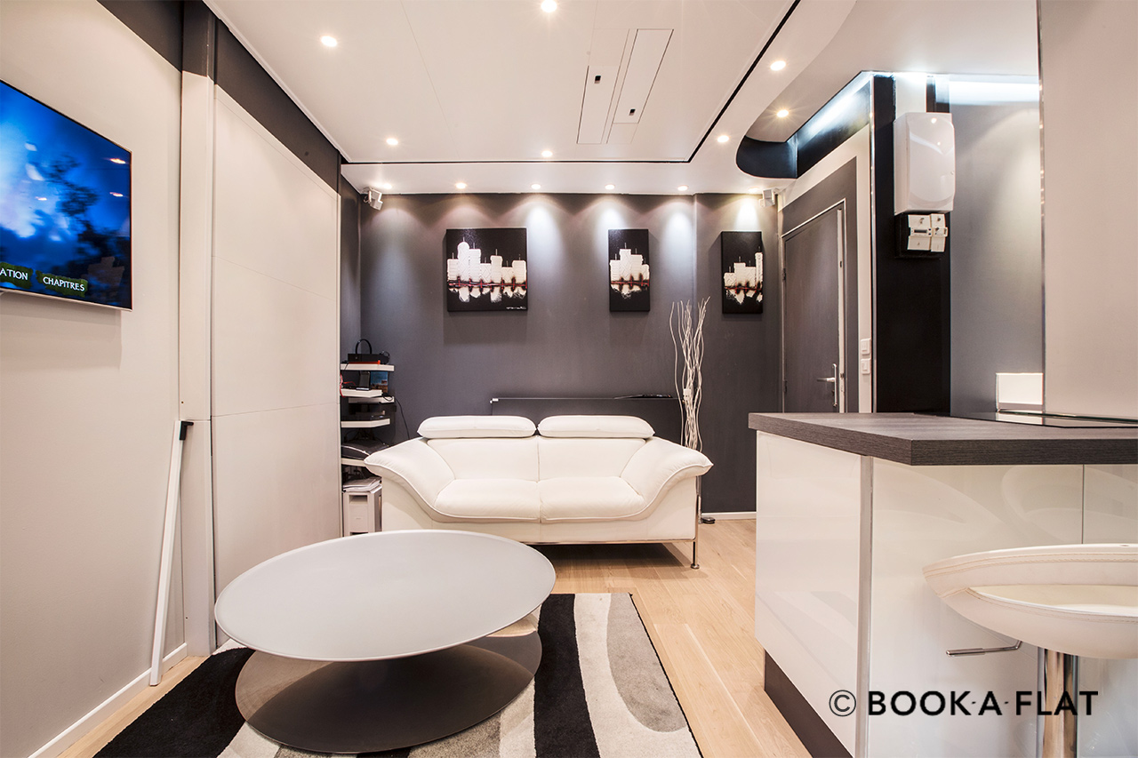 location studio meubl rue caillaux paris ref 9516. Black Bedroom Furniture Sets. Home Design Ideas