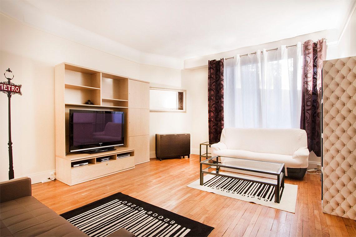 location studio meubl rue molitor paris ref 9682. Black Bedroom Furniture Sets. Home Design Ideas